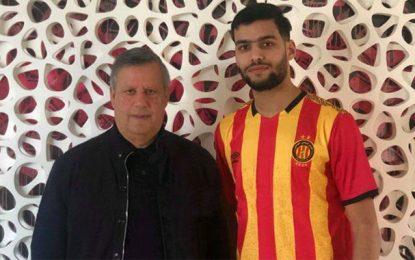 Le jeune défenseur algérien Tougai débarque à l'Espérance de Tunis