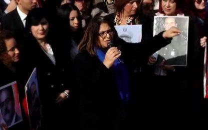 Sur invitation du PDL, Basma Khalfaoui manifeste avec Abir Moussi contre la violence politique (Vidéo)