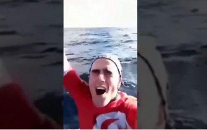 Tunisie : Un jeune rejoint l'Italie sur une planche à voile ! (Vidéo)