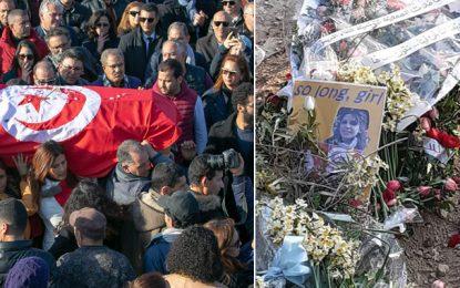 Des centaines de Tunisiens accompagnent Lina Ben Mhenni à sa dernière demeure (Vidéo)