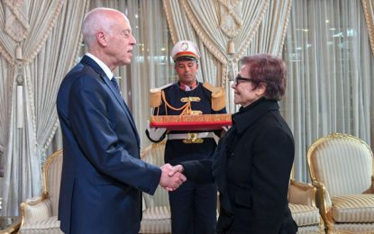 Palais de Carthage : Kaïs Saïed décore la grande militante algérienne Djamila Bouhired