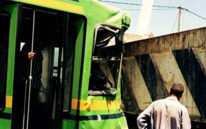 Manouba : Le métro n°4 et un camion entrent en collision