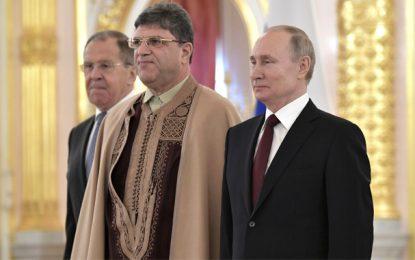 Kremlin : L'ambassadeur de Tunisie à Moscou en habits traditionnels (Vidéo)