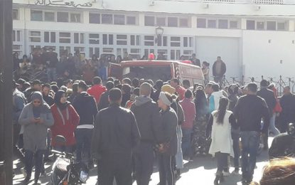 Tribunal de Kasserine : Un homme met le feu à son corps à l'annonce d'un mandat de dépôt contre son fils