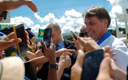 Brésil : Bolsonaro puéril défie le coronavirus en pensant à sa réélection