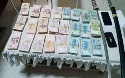 La Marsa : Arrestation d'un dealer, en possession d'une épée et de 40.000 dinars