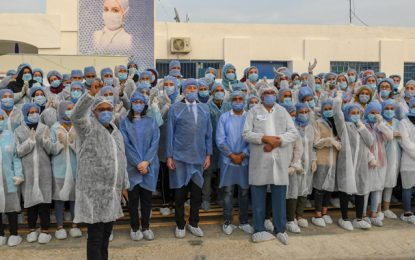 Kairouan : Saïed rend visite aux ouvriers confinés depuis le 20 mars pour fabriquer des masques de protection (Photos)