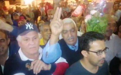 Moussi annonce la levée du sit-in de son bloc parlementaire, devant une foule de partisans du PDL (Vidéo)