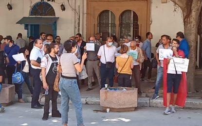 Sit-in devant le tribunal de première instance de Tunis en soutien à Emna Chargui (Vidéo)