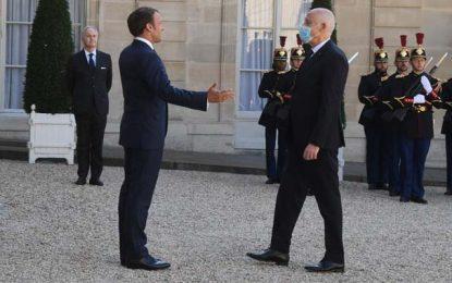 Kaïs Saïed discute avec Emmanuel Macron sur la réduction du nombre de visas accordés aux Tunisiens
