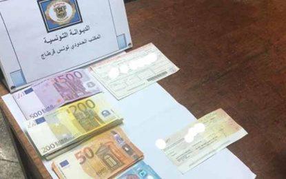 Rapatriement : Des chèques et 20.000 € saisis en possession d'un voyageur à l'aéroport Tunis-Carthage