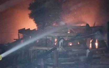 Sousse : Incendie dans une usine à la Cité Riadh (Photos)