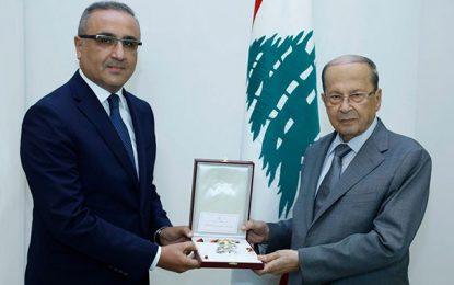Michel Aoun décerne l'ordre du Cèdre à l'ambassadeur tunisien Karim Boudali