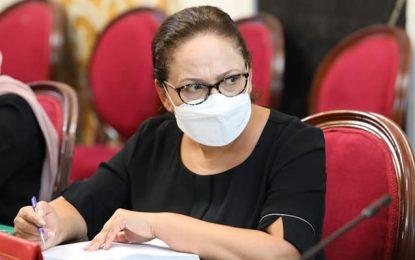«Pandémie, intoxdémie, infodémie», déplore Ben Alaya en affirmant qu'elle n'a pas assisté aux funérailles de Meherzia Laabidi