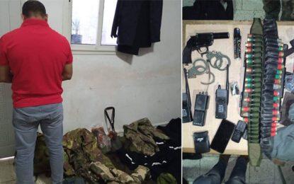 Nabeul: Armes blanches, pistolet et uniformes militaires et sécuritaires saisis chez un repris de justice (Photos)