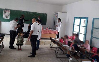 Une délégation présidentielle se rend à Fernana pour distribuer des aides aux élèves de l'école El Batah
