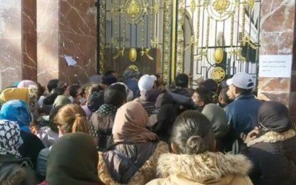 Gafsa : Les protestataires rejettent les mesures annoncées par Mechichi et investissent le siège du gouvernorat