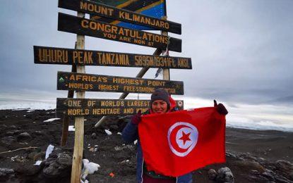 Kilimandjaro : Arwa Mrad hisse le drapeau tunisien sur le «Toit de l'Afrique»