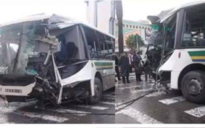 Tunis : Une collision entre deux bus entraîne la blessure de 47 personnes