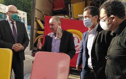 Grand-Tunis : L'UGTT fait don de 50 fauteuils roulants à des hôpitaux publics
