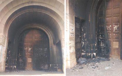 La façade de l'ancienne église Notre-Dame-du-Rosaire, actuel complexe culturel de Béja, incendiée par des inconnus