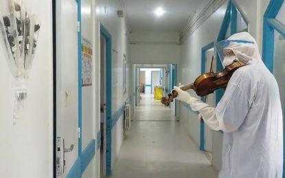 Saint Valentin : Dr Siala joue du violon pour les patients Covid, à l'hôpital Hédi Chaker de Sfax (Vidéo)