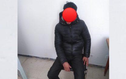 Arrestation d'un salafiste armé d'un couteau, près d'un poste de police au Kef