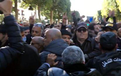Economiquement en panne, la Tunisie broie du noir