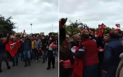 Sfax : Les Syndicats de police manifestent contre Mechichi et l'appellent à démissionner (Vidéo)