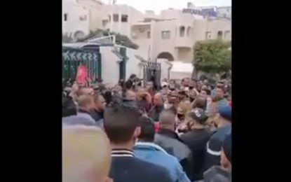 Grave dérapage du Syndicat de police à Sfax : Les agents insultent les militants de gauche et les qualifient de «Koffar» ! (Vidéo)