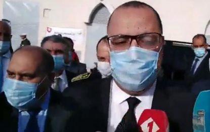 Interrogé sur la promotion de Djerba au statut de gouvernorat, Mechichi rit au nez du journaliste et s'en va ! (Vidéo)