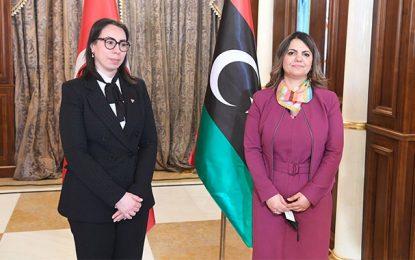 Dans un mépris total du protocole, Nadia Akacha se prend pour le ministre des Affaires étrangères