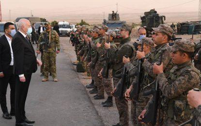Saïed rompt le jeûne avec les forces armées et sécuritaires dans la zone militaire de Jebel Chambi (Photos)
