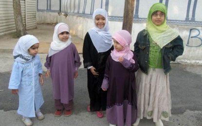 A propos d'une cérémonie à Monastir pour fêter le port de voile par des fillettes