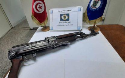 La femme arrêtée en possession d'une Kalachnikov à l'aéroport de Tunis, poursuivie pour appartenance à un groupe terroriste