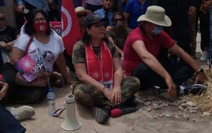 Les députés du PDL entament un sit-in à la place du Bardo