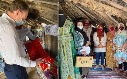 Visite aux artisanes de OuedhrefEl-Midabénéficiaires d'un programme du Pnud