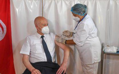 Tunisie : Le président Saïed reçoit la première dose du vaccin contre le coronavirus au centre de Mnihla (Photos)