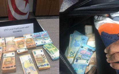 Douane : Saisie de 231.000 dinars en devises à l'aéroport de Tunis-Carthage