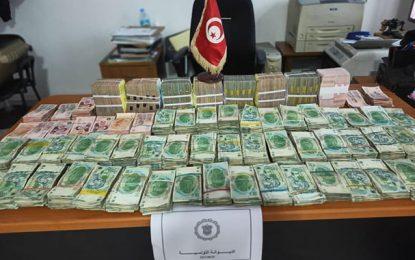 Contrebande : La douane saisit, à Sousse, plus de 640.000 dinars et 773 chèques d'une valeur de 5,5 MD