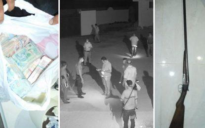 L'un des plus grands contrebandiers de Gafsa arrêté en possession d'un fusil et de 89.000 dinars (Photos)