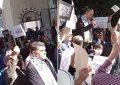 Tunis : Rassemblés devant la mosquée El-Fath, des partisans de Hizb Ettahrir veulent la restauration du califat et l'adoption de la charia