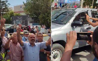 Tunisie : «Bye bye le parlement !», scandent des manifestants devant l'Assemblée, en appelant à sa dissolution